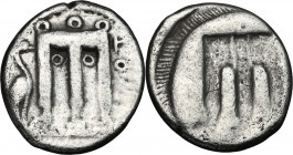 Greek Italy. Bruttium, Kroton. AR Stater, 480-430 BC. D/ Tripod; to left, mash-bird. R/ Incuse tripod. HN Italy 2104. AR. g. 7.48 mm. 21.00 About VF.
