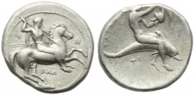 Lucania, Tarentum, Nomos, c. 380-340 BC; AR (g 7,64; mm 23; h 6); Horseman galloping r., holding shield and spears; on l., A; on r., N; below, ΚΑΛ, Rv...