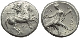 Apulia, Tarentum, Nomos, c. 315-302 BC; AR (g 7,78; mm 20; h 5); Horseman galloping r., holding shield and spears; on r., E; below, API, Rv. T - APAΣ,...