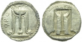 Bruttium, Croton, Drachm, c. 530-500 BC; AR (g 2,59; mm 19; h 12); ϘPO, tripod with legs ending in lion's paws, on the lebes, serpents and ornaments, ...