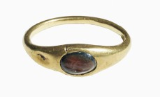 Roman gold finger ring with garnet Intaglio 