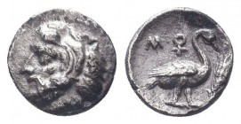 Cilicia, Mallos AR Obol. Circa 440-390 BC. Head of Herakles left, wearing lion skin / Swan standing right; ankh symbol above, grain ear before. Traité...