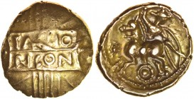Tasciovanos Tascio Ricon. Sills class 7b, dies 41/72. c.25 BC-AD 10. Gold stater. 17-19mm. 5.45g. TASCIO RICON in two panels on vertical wreath./ Cava...