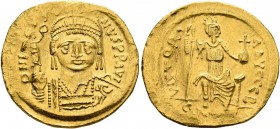 Justin II, 565-578. Solidus (Gold, 20 mm, 4.37 g, 6 h), Constantinopolis, 566/7-578. D N IVSTINVS P P AVI Helmeted and cuirassed bust of Justin II fac...