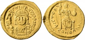 Justin II, 565-578. Solidus (Gold, 20 mm, 4.31 g, 5 h), Constantinopolis, 566/7-578. D N IVSTINVS P P AVI Helmeted and cuirassed bust of Justin II fac...