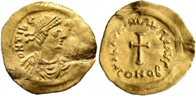 Maurice Tiberius, 582-602. Tremissis (Gold, 17 mm, 1.48 g, 6 h), Constantinopolis. D N TIbЄ-(RI P P AVG) Pearl-diademed, draped and cuirassed bust of ...