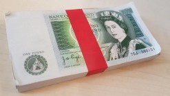 One Pounds Page QE2 pictorial & Sir Isaac Newton B339 issues 1978 (100) a near consecutive original bundle in a red plastic wrapper serial numbers 75J...