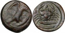 Sicily. Akragas. AE Hexas, 425-406 BC. D/ Eagle on fish right. R/ Crab; to left and between claws, one pellet each; below, two fishes. CNS I, 75 var (...