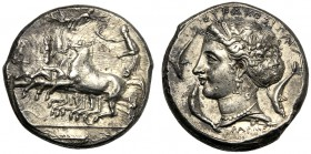 Sicily, Second Democracy (466-405), Tetradrachm, reverse die signed by Parmenides, Syracuse, c. 415-405 BC AR (g 17,20 mm 25 h 4) Charioteer driving f...