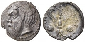 Catane. Litra circa 420-410, AR 0.69 g. Ivy-wreathed head of Silenus l. Rev. Winged thunderbolt between two shields. De Luynes 891. SNG ANS 1266-1267....