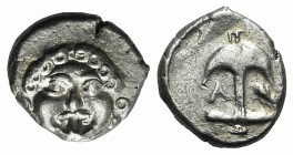Thrace, Apollonia Pontika, late 5th-4th centuries BC. AR Drachm (14mm, 2.90g, 9h). Facing gorgoneion. R/ Anchor; A to l., crayfish to r. SNG BM Black ...