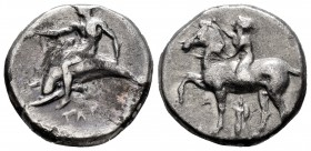 Calabria. Tarentum. Nomos. 380-340 a.C. (Sng Ans-No cita). Anv.: Naked young man riding a horse on the left, raising his right hand to crown the horse...
