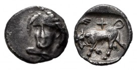 Ionia. Phygela. Hemiobol. 400-350 a.C. (Klein-457). (Sng Kayhan-542). Anv.: Head of Artemis Munychia with poles facing slightly to the left. Rev.: Bul...