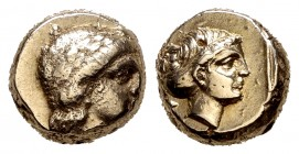 Lesbos. Mytilene. EL Hekte. 375-325 BC. (Bodenstedt-100A). Anv.: Apollo's head to the right. Rev.: Head of Artemis on the right inside square, snake n...