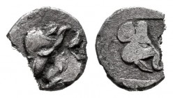Lesbos. 1/36 stater. 500-450 a.C. Uncertain mint. (Cng-E326 Similar). (Rosen-545). Anv.: Heads of two wild boars facing. Rev.: Wild boar's head inside...