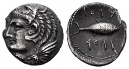 Gades. Hemidrachm. 120-20 BC. Cadiz. (Abh-1308). (Acip-634). Anv.: Head of Melkart on left, wearing a lion's skin. Rev.: Tuna right with Phoenician le...
