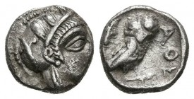 ATICA, Athens. Mite. (Ar. 0.69g \/ 8mm). 454-404 BC Anv: Head to the right of Athena, with ornate helmet and pendant. Rev: Owl right shelf facing fron...