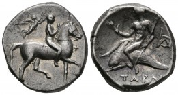 CALABRIA, Taranto. Didracma. (Ar. 6.57g \/ 21mm). 272-240 BC Anv: Young man on horseback to the right crowned by Victoria, in front of the gray monogr...