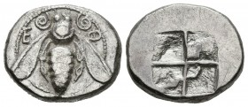 IONIA, Ephesus. Drachm. (Ar. 3.30g \/ 16mm). 500-520 BC Anv: Bee between Greek letters. Rev: Square even. (SNG Kayhan 121.3). VF. Scarce.
