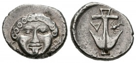 THRACIA, Apollonia Pontica. Drachm. (Ar. 2.85g \/ 15mm). 400-300 BC Anv: Front head of Gorgon. Rev: Anchor, between A and lobster. (HGC 3, 1324). F.
