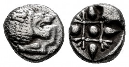 Ionia. Miletos. 1/12 stater. 520-450 BC. (SNG Kayhan-476-81). (Sng Keckman-273). Anv.: Forepart of roaring lion to right, head reverted. Rev.: Stellat...