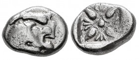 Ionia. Miletos. 1/12 stater. 550-525 BC. (SNG Kayhan-462-75). (Sng Cop-948). Anv.: Forepart of lion on the right. Rev.: Floral design within a incuse ...