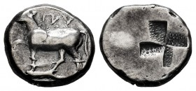 Thrace. Byzantion. Hemidrachm. 340-320 BC. (SNG Stancomb-2). (Schönert-Geiss-236-590). (Hgc-3.2, 1390). Anv.: Bull standing to left atop dolphin left;...