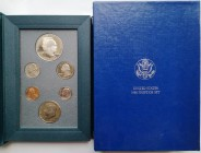 Monete Estere. USA. Divisionale 1990. Con dollaro in Ag. Proof. In elegante cofanetto e scatola originale.