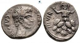 Augustus MÖ 27-MS 14. MÖ 19-18 civarı, P. Petronius Turpilianus, paralı.  Roma.  Denarius AR