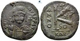 Justinianus AD 527-565.  Carthago.  Yarım Follis veya 20 Nummi Æ