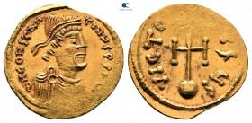 Constans II AD 641-668.  İstanbul.  Semissis AV
