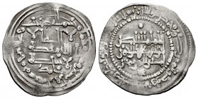 Caliphate of Cordoba. Abd Al-Rahman III. Dirham. 339 H. Madinat al-Zahra. (Vives-419). Ag. 2,84 g. Citing to Muhammad in the IA. Unusual pearl inner b...