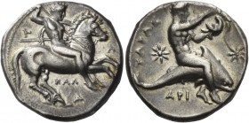 Calabria, Tarentum. Nomos circa 333-330 BC, AR 7.81 g. Horseman r., spearing downward with r. hand and holding shield and two further spears with l.; ...