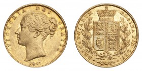 GREAT BRITAIN. Victoria, 1837-1901. Gold Sovereign 1847, London. Shield. 7.99 g. Calendar year mintage 4,667,126. S-3852. Unusually well struck. About...