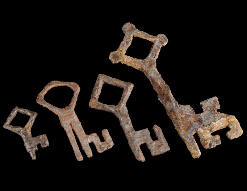 4 Medieval Iron Keys