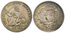 France, Jeton, 1741, 7.73 g. AG. Avers: CAROLUS MAGNUS IMPERATOR ; à l'exergue : 1741 Revers: LES OFFICIERS DE L'EMPIRE DE GALLILEE Feuardent 1821  PC...