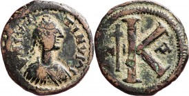 Æ Half follis , JUSTINUS I 518–527 Nicomedia. Diademed, draped and cuirassed bust right. Rev. large K, long cross left between N and I, to right offic...