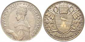ROMA. Pio XII (Eugenio Pacelli), 1939-1958. Medaglia 1939 opus A. Jaeger. Æ, gr. 154,81 mm 68,3. Dr. PIVS PP XII - PONTIFEX MAXIMVS / DIE MERTII MCMXX...