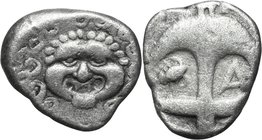 Continental Greece.Thrace, Apollonia Pontika.AR Drachm, second half of 4th cent. BC.D/ Gorgoneion.R/ Anchor; to left, crayfish; to right, A.SNG Fitzwi...