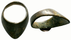 Ancient archers Bronze ring,  Condition: Very Fine  Weight: 14.93 gr Diameter: 38.17 mm