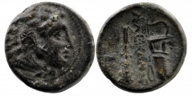 Kings of Macedon. Alexander III 'the Great' (336-323). Ae. Obv: Head of Herakles right, wearing lion's skin. Rev: Club and bow in bowcase. 4,36 gr. 17...