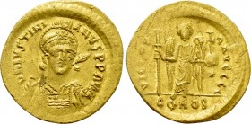 JUSTINIAN I (527-565). GOLD Solidus. Constantinople.