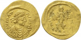 MAURICE TIBERIUS (582-602). GOLD Semissis. Constantinople.